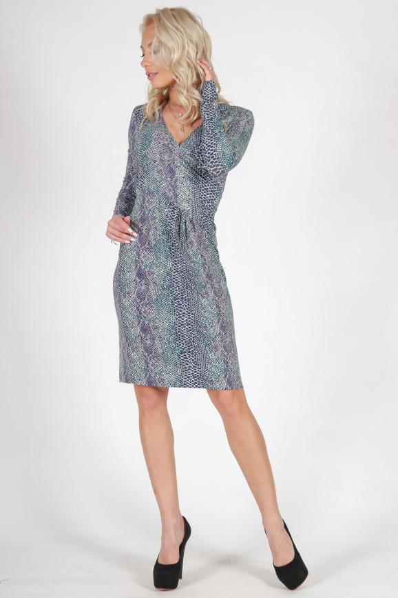 Повседневное платье футляр зеленого тона цвета 876.17 интернет-магазин vvlen.com