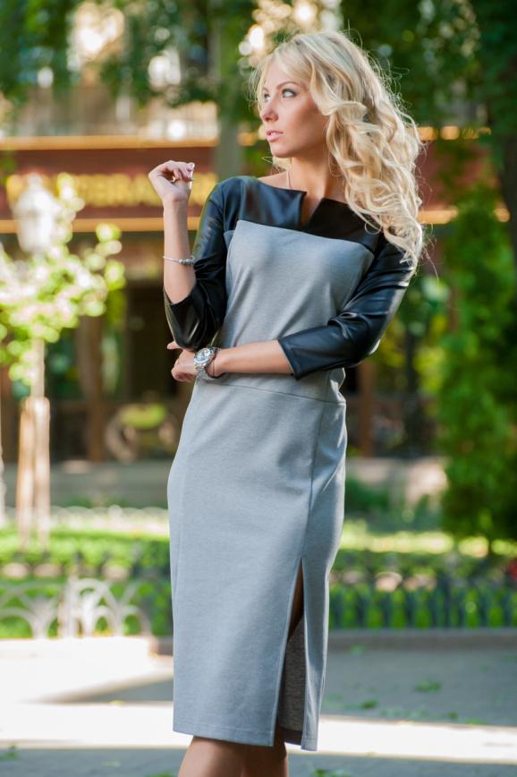 Повседневное платье футляр серого цвета 2341.41|интернет-магазин vvlen.com