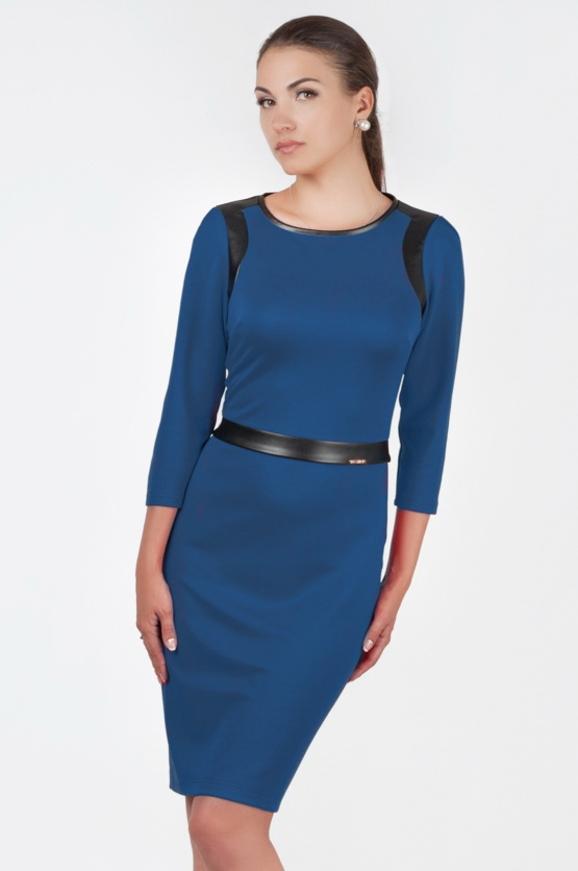 Офисное платье футляр синего цвета 2375.77|интернет-магазин vvlen.com