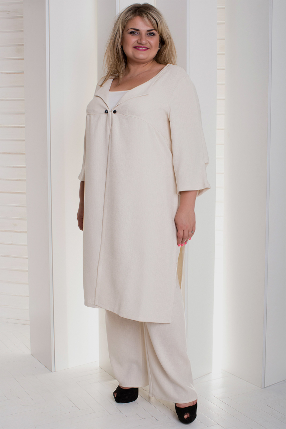 Женский костюм большего размера молочный цвета 945ф-1|интернет-магазин vvlen.com